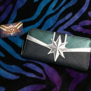 LOUNGEFLY X MARVEL CAPTAIN GREEN WALLET